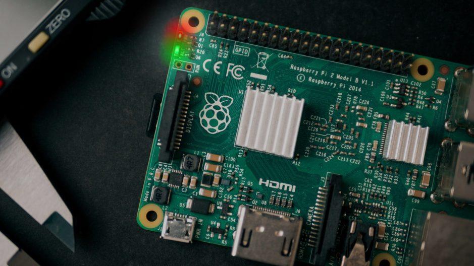 LEDs embarqués de la Raspberry Pi.